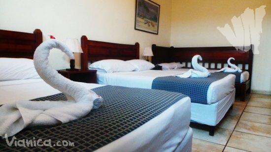 Habitaci n cu druple hotel el almirante nicaragua for Cama unipersonal