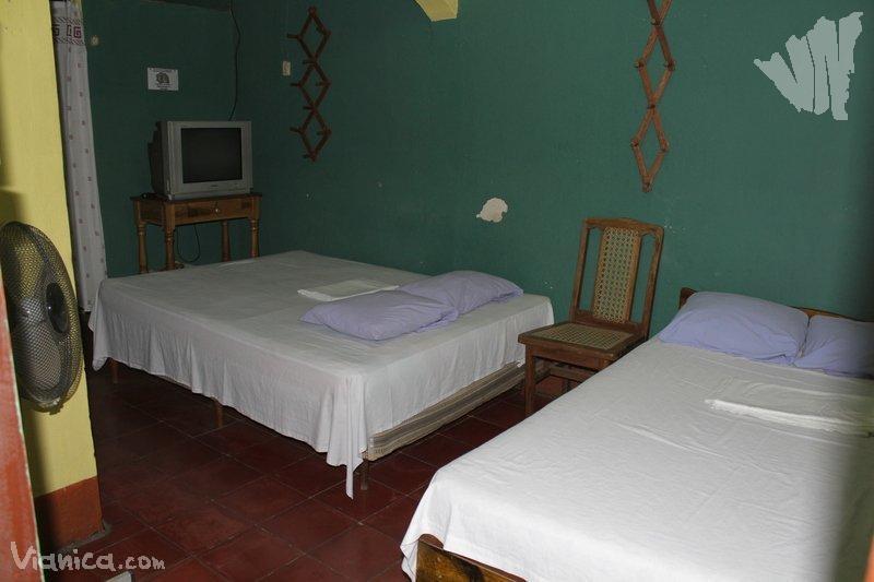 Habitaci n triple alojamiento tur stico aguirre for Cama unipersonal