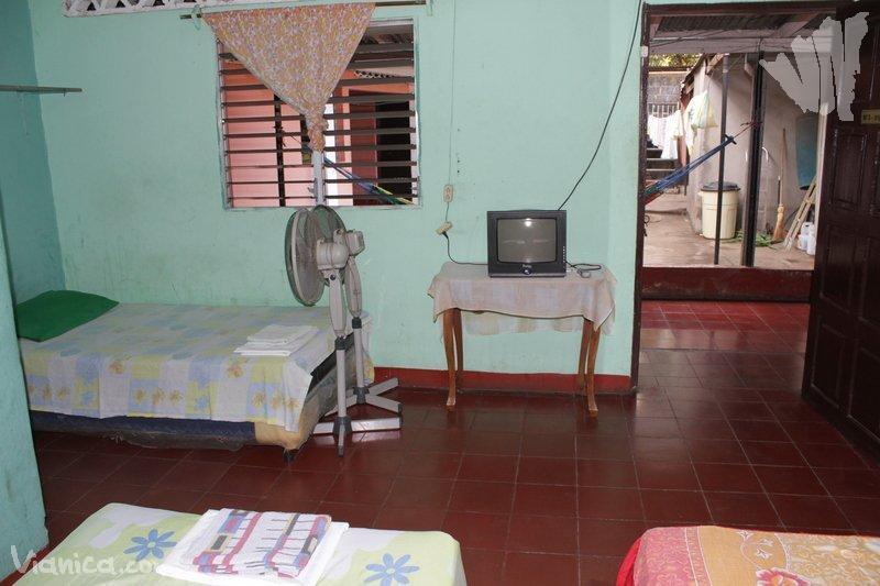 Habitaci n triple alojamiento familiar nicaragua for Cama unipersonal