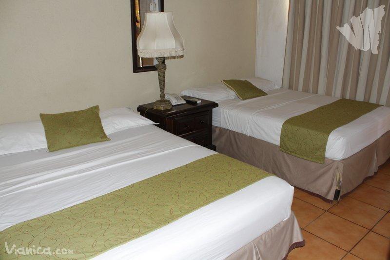 Triple 1 cama doble individual fuente castalia for Cama unipersonal