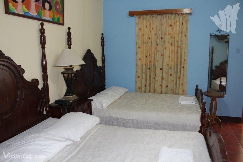 Habitaci n triple hotel real nicaragua for Cama unipersonal