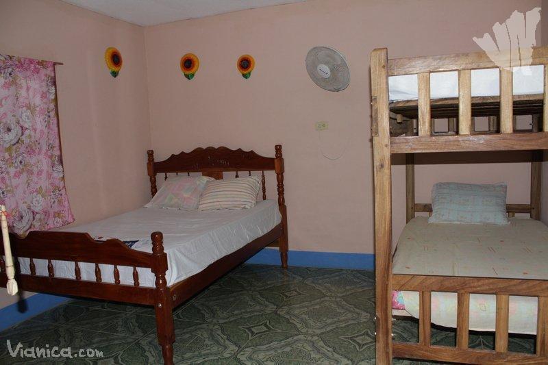 Habitaci n triple hostal playa santa martha nicaragua for Cama unipersonal
