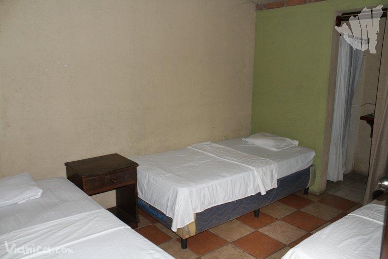 Habitaci n triple hotel san juan nicaragua for Cama unipersonal