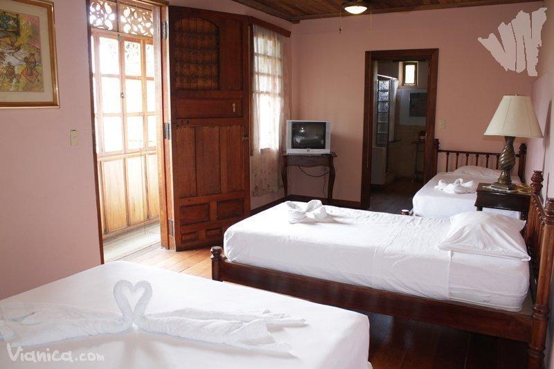 Habitaci n triple hotel casa antigua nicaragua for Cama unipersonal