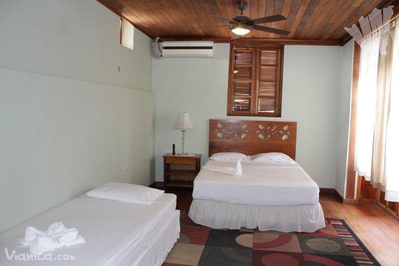 Habitaci n doble a c hotel casa antigua nicaragua for Cama unipersonal