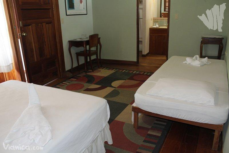 Habitaci n doble hotel casa antigua nicaragua for Cama unipersonal