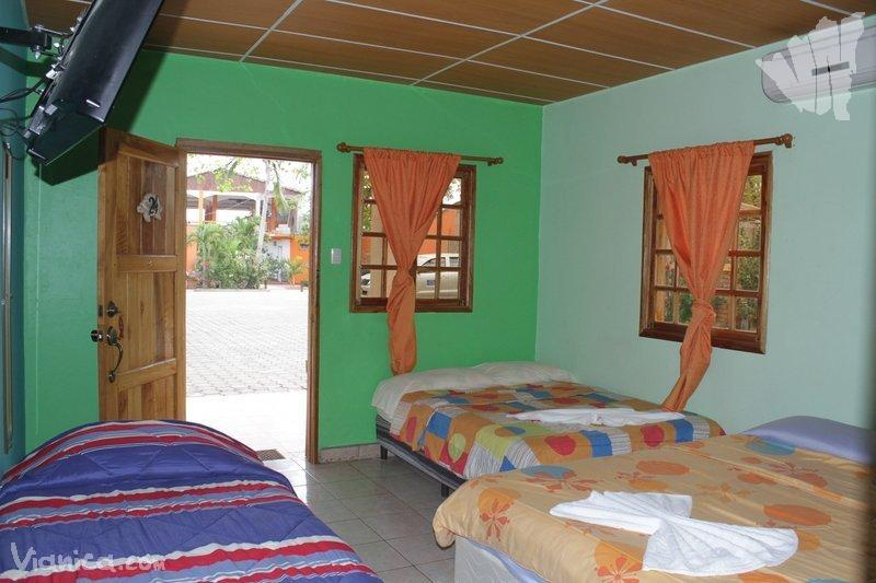Habitaci n familiar hotel summer pochomil nicaragua for Habitacion familiar hotel