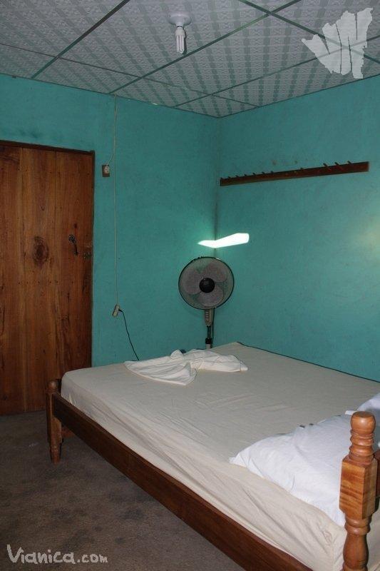 Habitaci n sencilla monkeys island hotel nicaragua for Cama unipersonal
