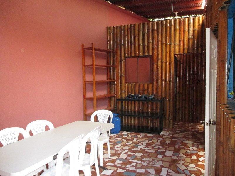 Dormitorio hostal la colonial nicaragua for Cama unipersonal